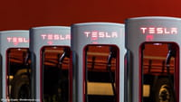 Mobil Tesla Pakai Hardware Tanpa Kemudi